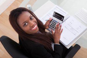 רואת חשבון מחשבת מס