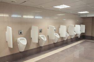 מחיצות פורמייקה בשירותים