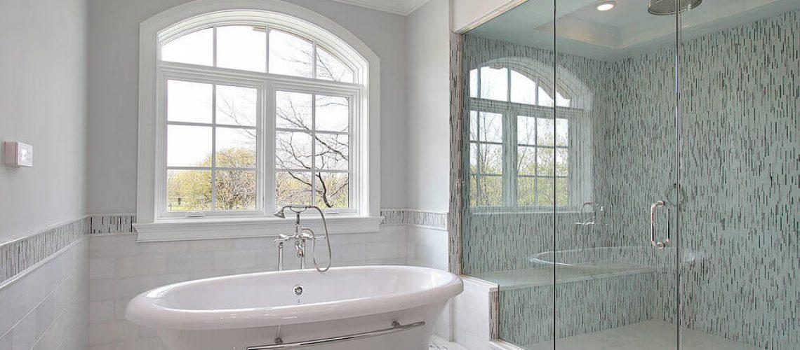 אמבטיה או מקלחון?